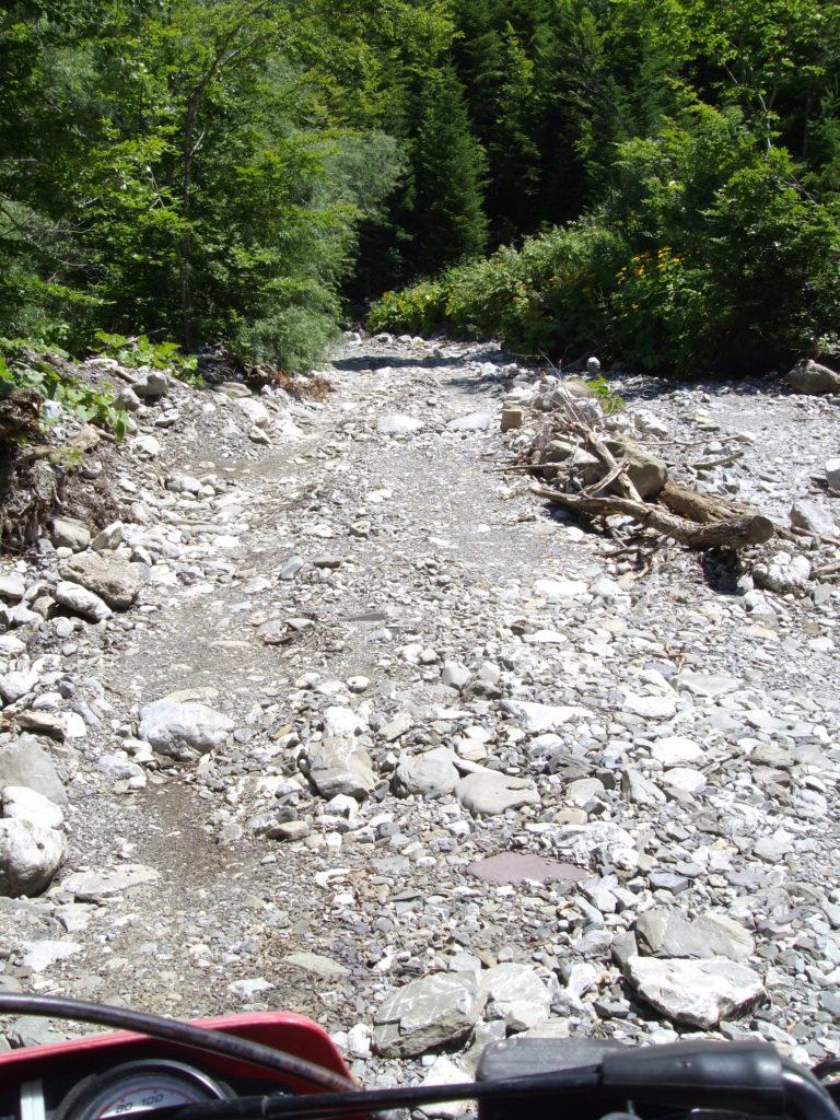 Put kroz Vuče potok prema Komovima